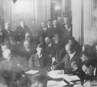 During six weeks of investigative hearings, ending May 28, 1912, a Senate Commerce Committee panel interviewed 82 witnesses and produced 1,100 pages of testimony.