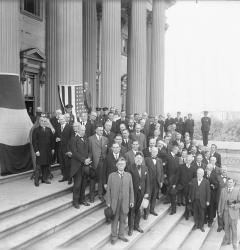 Senators assemble outside the Capitol for a ceremony in September 1918. The Senate would soon become embroiled in a bitter debate over ratification of the Treaty of Versailles.